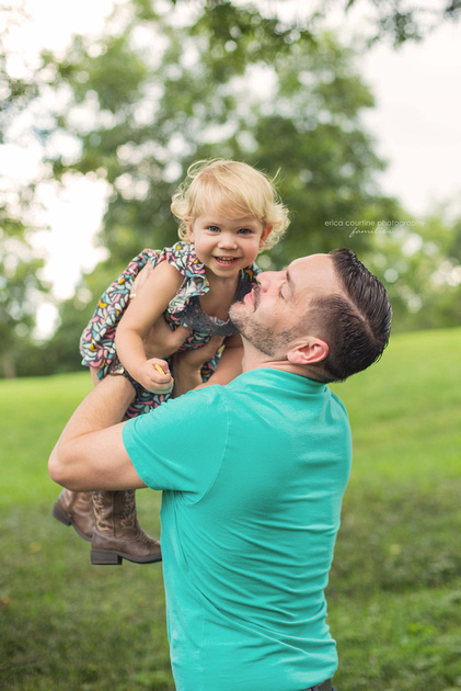 historic oakview county park fall family portraits erica courtine photography family photos digital files with print release little girl with her daddy